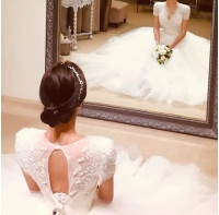 結婚控えた「Click-B」キム・サンヒョク、プレ花嫁の後ろ姿を公開の画像
