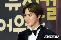 CHEN(EXO)電撃婚の影響か… SUHO出演ミュージカル「笑う男」プレスコール、ライブ中継を1万3千人が視聴の画像
