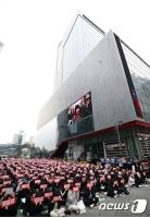 CJ ENM前でデモ決行の「X1」ファン、参加者は500人超え=現地報道では「800人参加」の画像