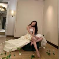 歌手IU、国民の妹がいつの間にか27歳の淑女に…滑らかな脚線美を公開「働き者の私のつま先」の画像