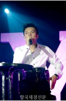 パク・チニョン <SMAP>に曲を提供の画像