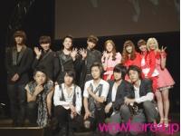 公式初来日の2AM、大歓声の中<韓流MF>の舞台への画像