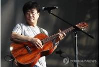 キム・チャンワン、沈没事故の犠牲者を追悼する自作曲公開の画像