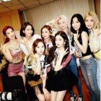 「少女時代」、「Red Velvet」の初コンサートを訪問応援の画像