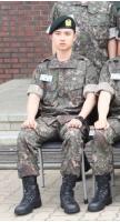 入隊した「EXO」D.O.、訓練所でも輝くビジュアルの画像
