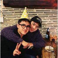 「EXO」SEHUN&SUHO、誕生日迎えたD.O.との仲良しショットを公開の画像