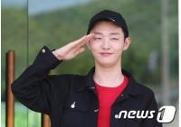 """""""入隊""""ユン・ジソン(元Wanna One)、「軍生活、健康が重要…行ってきます」の画像"""