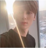 ファン・ミンヒョン(NU'EST)、イケメンぶりがMAX…日光もイケメンが分かるの画像
