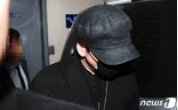 """ヤン・ヒョンソク元YG代表、9時間の聴取終えて帰宅… 取材陣の問いかけには""""無言""""の画像"""