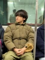 【トピック】「防弾少年団」V、地下鉄内での近況写真にファンもびっくりの画像