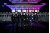 伝統衣装に身を包んだ「BTS(防弾少年団)」、景福宮から世界に向けて熱唱の画像