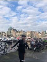 ヒョヨン(少女時代)、オランダでも映えるスタイル…世界を楽しむ笑顔の画像