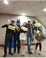 BoA、コンサートを応援に来たユ・ヘジン&ソン・ヒョンジュらと記念ショットの画像