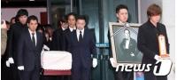 「江南スタイル」PSYも故シン・ヘチョルの死因究明を訴えるの画像