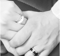 元「Click-B」キム・サンヒョク、恋人とのカップルリングを公開 「結婚はまだ…」の画像