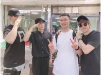 「2PM」チャンソン、ニックン&Jun.K&テギョンに見送られ入隊の画像