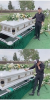 歌手サムエル、亡くなった父の墓地を訪れ追悼「いつも僕の心の中にいる」の画像