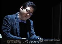 作曲家ユン・イルサン、沈没事故犠牲者へ哀悼演奏曲を捧げるの画像