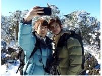 【トピック】「東方神起」チャンミン&「EXO」XIUMIN、仲良く雪山登山に挑戦の画像
