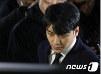 """韓国警察、""""性接待疑惑""""V.I(元BIGBANG)の逮捕状申請を検討…23日夜に非公開で聴取の画像"""