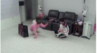 """「H.O.T.」ムン・ヒジュンの娘ジェムジェムちゃん、""""面白いおじさん""""チョ・グォン(2AM)と対面の画像"""
