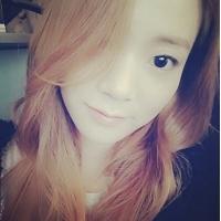 「KARA」スンヨン、明るいヘアカラーの雰囲気美女に変身!の画像