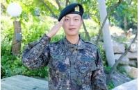 ユン・ドゥジュン(Highlight)、模範的な軍服務で3か月はやい「上等兵」進級の画像