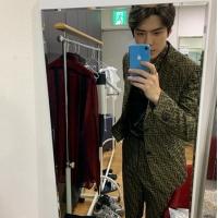「EXO」SEHUN、スーツ姿でイケメンぶり炸裂の画像