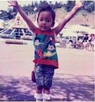 故ク・ハラの実兄、愛する妹の幼少期を公開 「会いたいよ…」の画像