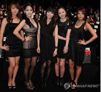 NYでファッションショーに出席した<Wonder Girls>の画像