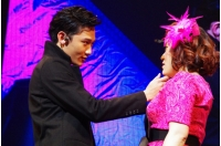 "「U-KISS」バレンタインイベントでバービーに7パターンの""ドキドキ抱擁""の画像"