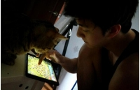 「2NE1」DARA、弟チョンドゥン(MBLAQ)と愛猫のゲーム三昧の写真公開の画像