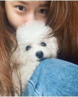 """ユナ(少女時代)、SNSに愛犬とのツーショットを公開…""""化粧気がなくても美しさがダダ漏れ""""の画像"""
