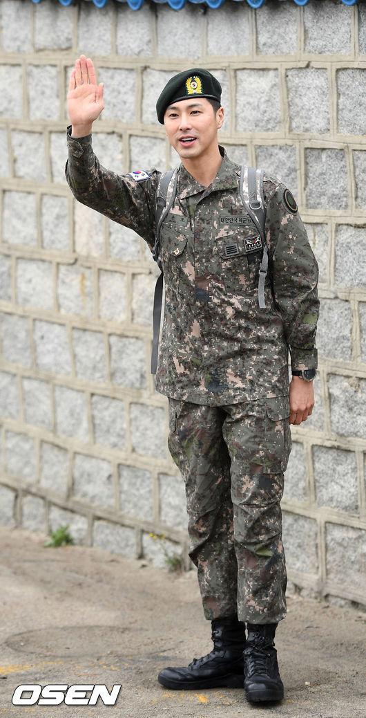 「東方神起」ユンホ、除隊の画像