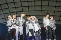 【公演レポ】「iKON」、夢舞台ドーム公演で7人が喜びのハグ! 「これからも皆さんとゆっくり、長く一緒に歩いていきたい」の画像
