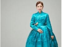 歌手ソン・ガイン、美しい韓服姿…「世界中のすべてのお母さんお父さん健康でいてください」の画像