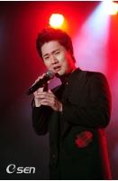 ポッペラ歌手チョン・セフン、甘い歌声を披露の画像