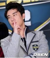 【トピック】ラッパーSan E、事務所後輩「Wanna One」イ・デフィ&パク・ウジンのファンを一喝!?の画像
