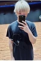 「BTS(防弾少年団)」RM、紫髪は誰?…隠れたメンバーを探せの画像