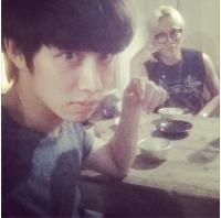 「SJ」ヒチョル&「BEAST」ジュンヒョンの2ショット公開 「マッコリで乾杯する仲」の画像