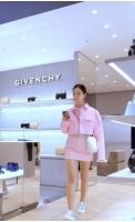 ユリ(少女時代)とソンミ、同じ服でそれぞれ違う魅力…高級ブランドを着用の画像