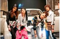 韓国新人グループ<2NE1> デビュー1か月で3冠達成の画像